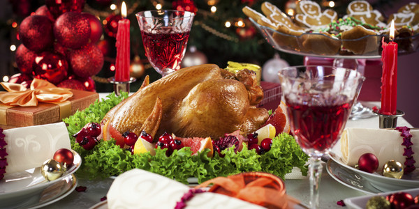 o-CHRISTMAS-DINNER-TABLE-facebook_grande
